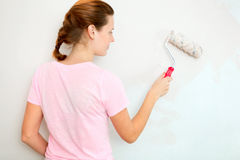 Young woman painting wall Royalty Free Stock Photos