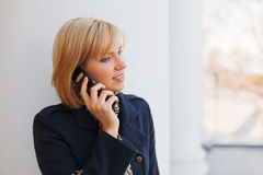 Young woman calling on the cell phone Royalty Free Stock Photography