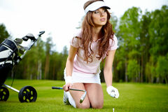 Young woman playing golf Royalty Free Stock Images