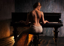 Free Young Woman Playing Piano Royalty Free Stock Images - 48720619