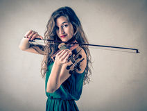 Young woman playing the violin Royalty Free Stock Photos