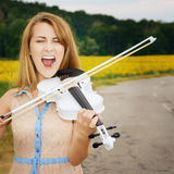 Young woman playing violin Royalty Free Stock Photography