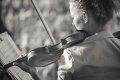 Young woman playing the violin at outdoors Royalty Free Stock Photography