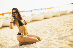 Young woman posing on the beach Royalty Free Stock Photos