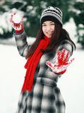 Young woman prepare throwing snowball Royalty Free Stock Photos