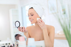 Young woman putting on makeup Royalty Free Stock Photo
