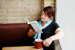 Young woman reading book Stock Photography