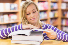 Young woman reading book at desk Royalty Free Stock Photography
