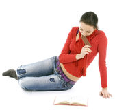 Young woman reading book and eating Royalty Free Stock Photos