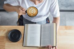 reading book with coffee Stock Photography