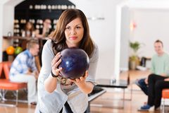 Young Woman Ready With Bowling Ball in Club Royalty Free Stock Photos
