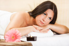 Young woman relaxing at the spa center Royalty Free Stock Photos