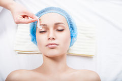 Young woman remove hair from her eyebrows Royalty Free Stock Photos