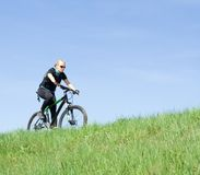 Young woman riding a mountain bike Royalty Free Stock Photography