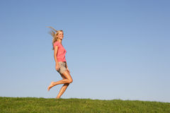 Young woman running through field Royalty Free Stock Photos