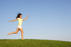 Young woman running through field Royalty Free Stock Photography