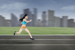 Young woman running outside Royalty Free Stock Photos