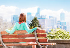 Young woman in Seattle park look at downtown Royalty Free Stock Photos