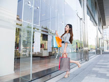 Young woman shopping in mall Royalty Free Stock Photos