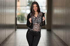 Young Woman At The Shopping Mall Royalty Free Stock Photos