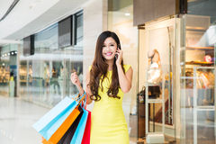 Young woman shopping phoning in mall Royalty Free Stock Photo