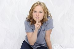 Young woman showing a hush sign Royalty Free Stock Photography