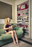 Young woman singing and playing the eletric guitar Royalty Free Stock Photos