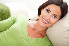 Young woman smiling at the camera Royalty Free Stock Photography