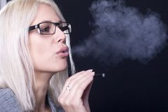 Young woman Smokin Electic Cigarette Royalty Free Stock Photos