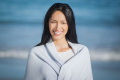 Young woman standing on beach Royalty Free Stock Photos