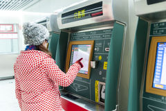 girl and subway ticket vending machine afc Royalty Free Stock Photography
