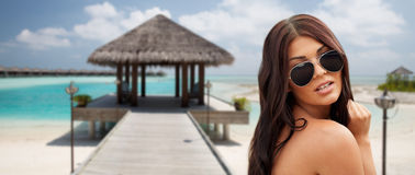 Young woman with sunglasses on beach Royalty Free Stock Photos
