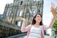 Young woman taking selfie by smart phone with Saint Paul's Cathe Royalty Free Stock Photos