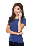 Young woman talk to cellphone Royalty Free Stock Images
