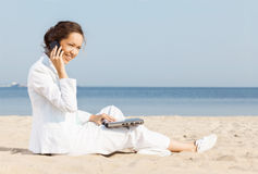 Young woman talking on cellphone Royalty Free Stock Photos