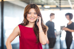 Young woman talking on mobile phone Royalty Free Stock Photography