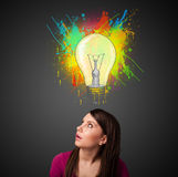 Young woman thinking with lightbulb above her head Royalty Free Stock Images