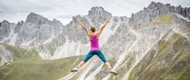 Young woman on top of the mountain Royalty Free Stock Images