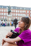 Young woman tourist holding a photo camera Royalty Free Stock Photos