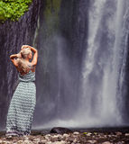 Young woman traveling to waterfall Royalty Free Stock Images