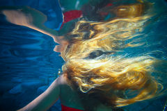 Young woman underwater Stock Photography