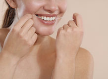 Young woman uses dental floss to clean your teeth Royalty Free Stock Photos