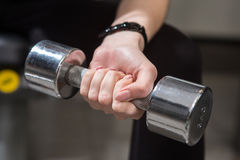 Young woman using dumbbell Royalty Free Stock Photos