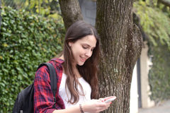 Young woman using her cellphone Royalty Free Stock Photos
