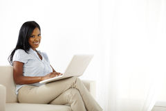 Young woman using laptop at home Royalty Free Stock Photos