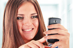 Young woman using smartphone Royalty Free Stock Photos