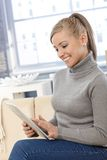 Young woman using tablet smiling Royalty Free Stock Photography