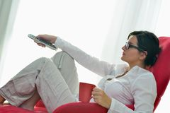 Young woman watching tv at home Royalty Free Stock Photos