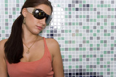 Young woman wearing sunglasses, close-up Royalty Free Stock Images