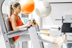 Young woman working on abs in a gym Royalty Free Stock Image